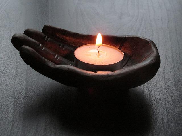 Sviečka, dekorácia, spiritualizmus, relax.jpg