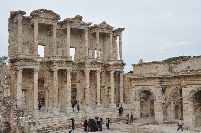 Ruiny v meste Efez.jpg