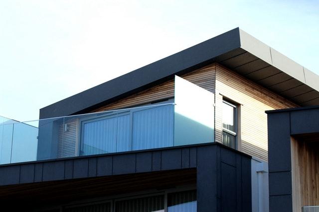 Balkón, sklenené zábradlie