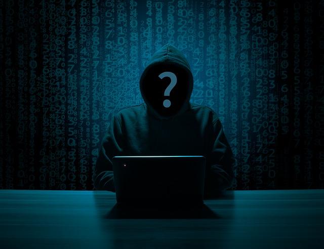hacker za počítačom.jpg